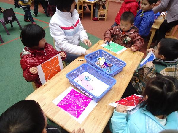 幼儿园老师剪窗花东物步骤图